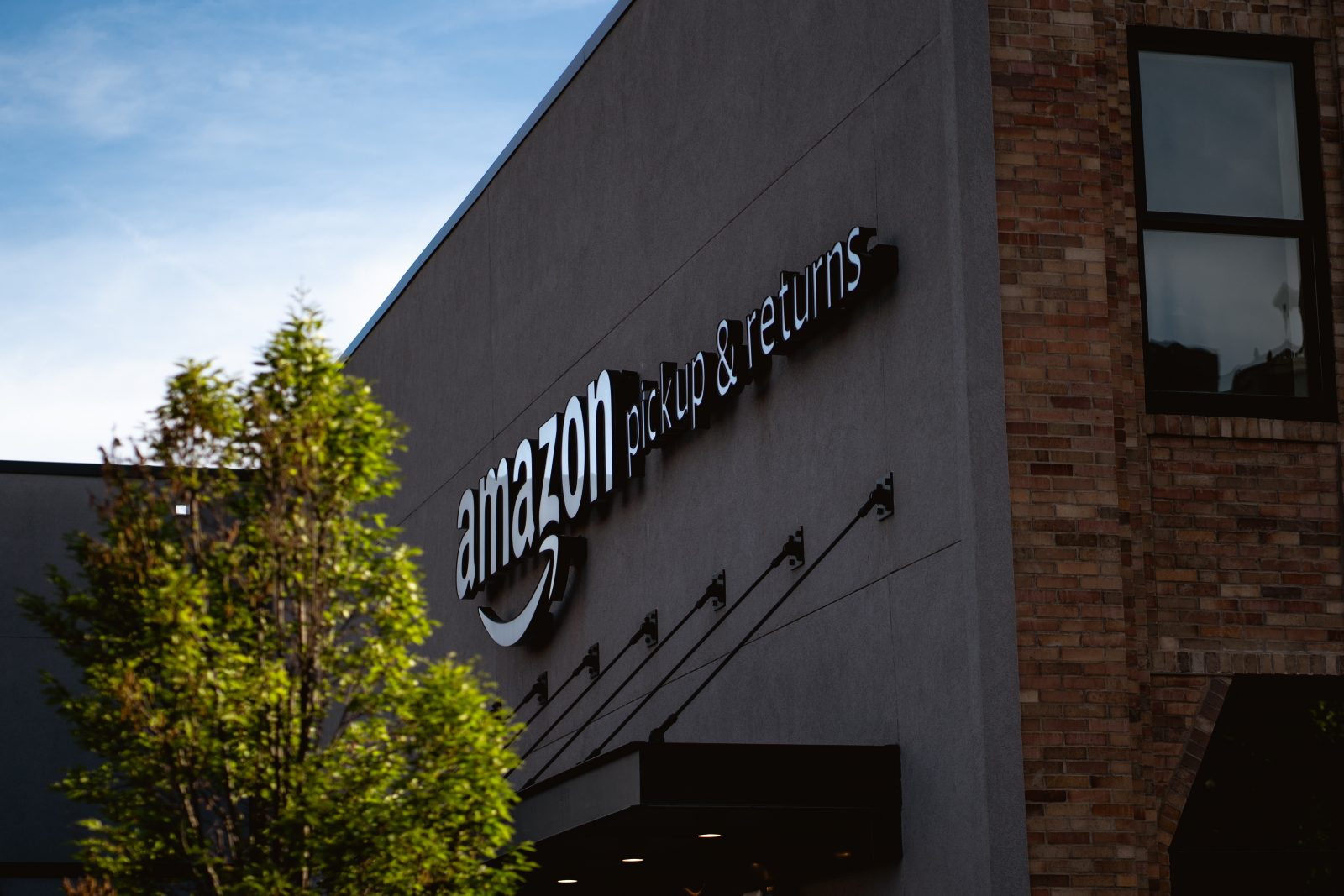 Biden Administration Gives the Green Light to Unionization Efforts in Amazon Warehouses